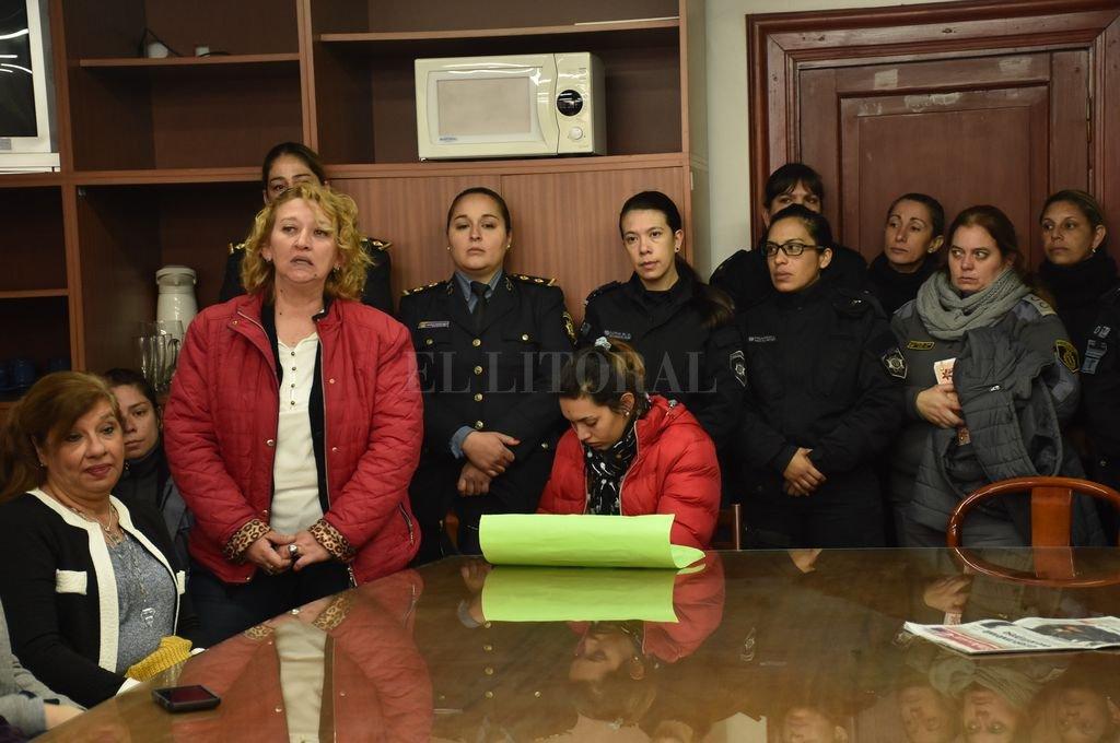 Representantes santafesinas de la Red Nacional de Mujeres Policías impulsaron la iniciativa. Crédito: Luis Cetraro