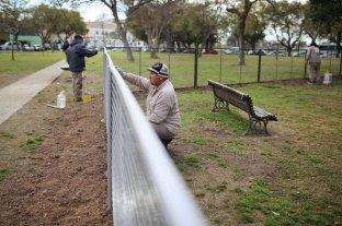 El Municipio construye el primer canil para mascotas  - Es el primer espacio de uso exclusivo para caninos en la ciudad: un cerco cerrado de más de 1.150 metros cuadrados. Buscan replicar la iniciativa en otros espacios públicos. -
