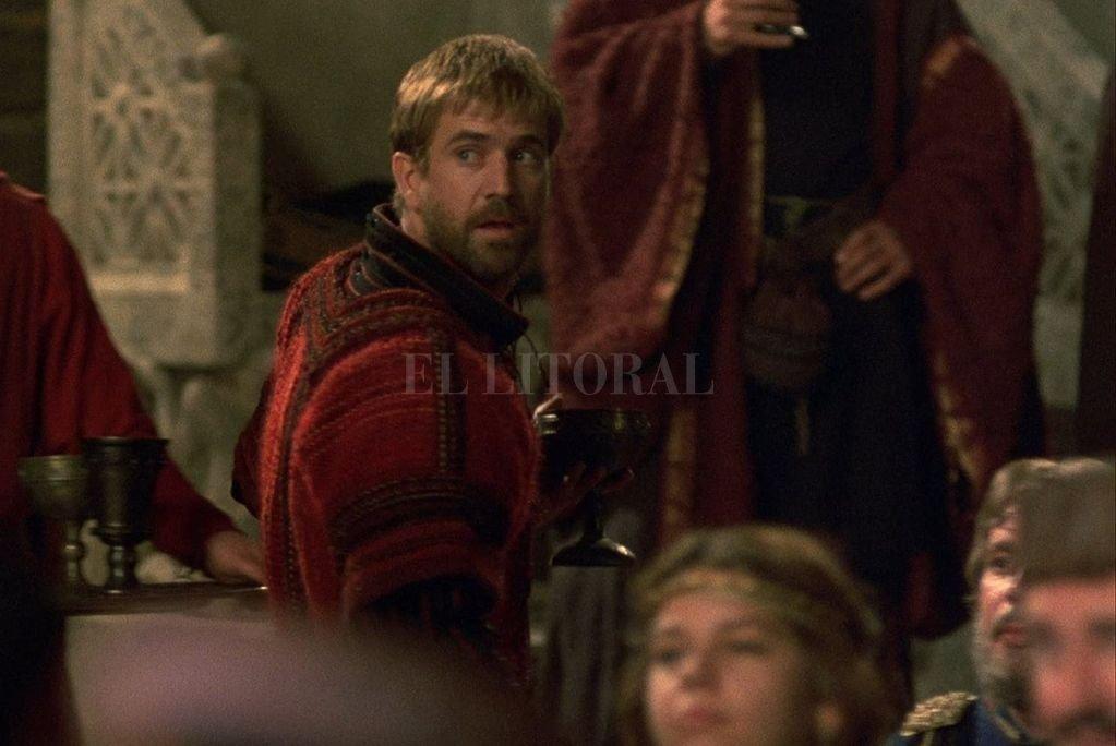 Mel Gibson como el príncipe Hamlet en la lujosa versión cinematográfica dirigida por Zeffirelli. <strong>Foto:</strong> Gentileza Warner Bros. Pictures