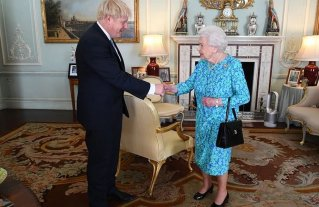 La reina Isabel autorizó la suspensión de la actividad del Parlamento que había pedido Johnson