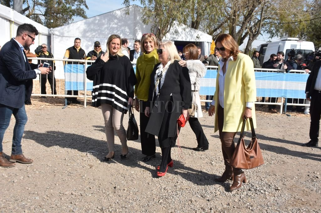 Elisa Carrió llega al Museo de la Constitución. <strong>Foto:</strong> Guillermo Di Salvatore