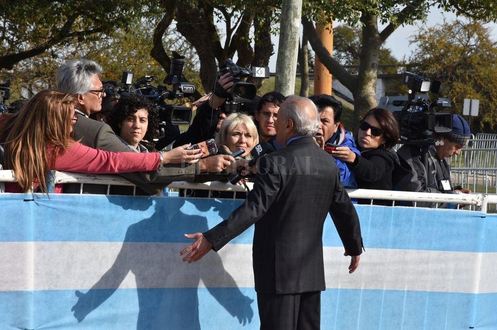 Eduardo Menem dialogó con periodistas. Crédito: Guillermo Di Salvatore