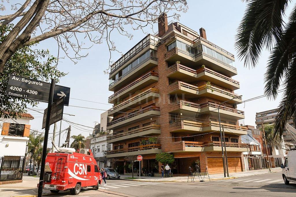 Edificio en el que vive Villafañe y donde se realizó el allanamiento. Crédito: Telam