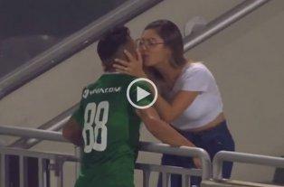Video: Marcó un gol, fue a festejarlo con su novia y se lo anularon