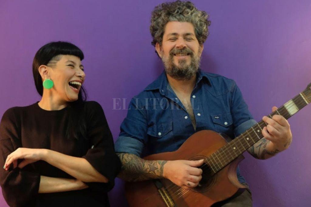 """Lorena """"Negra"""" Niere en voz y José """"Meibel"""" Giuranacci en guitarras y composición, fundadores de Srta. Miraflores & Les Musicantes. <strong>Foto:</strong> Gentileza MIC"""
