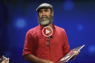 """Cantona dio un discurso que dejó """"mudos"""" a Messi y Cristiano"""