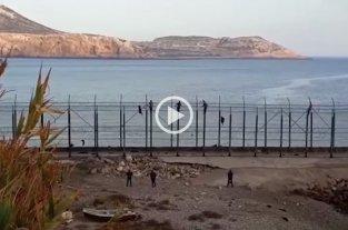 Más de 150 inmigrantes ingresaron a España saltando la valla fronteriza de Ceuta