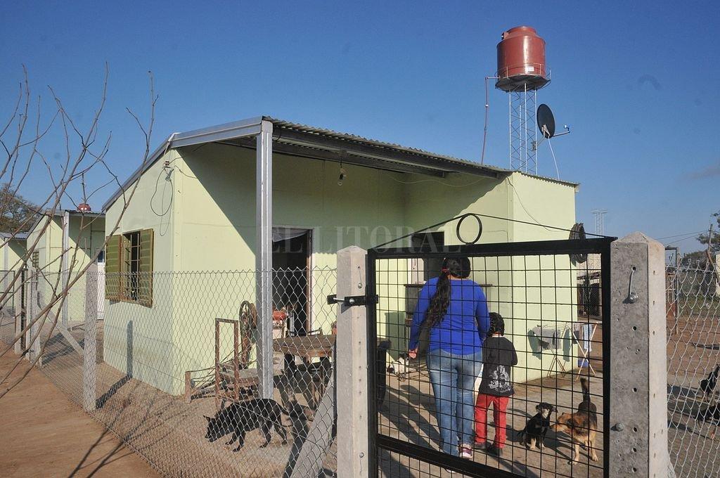 El cambio del rancho por una casa de material supone un impacto fundamental en la calidad de vida de las familias más postergadas. <strong>Foto:</strong> El Litoral