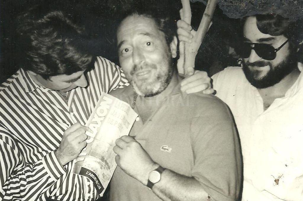 """En Faristol Altafulla (Restó Concert), junto a Joaquín Sabina y el mandamás de Radio Onda Cero, uno de los medios de """"La Once"""", Organización nacional de Ciegos de España. Crédito: Archivo El Peiso"""