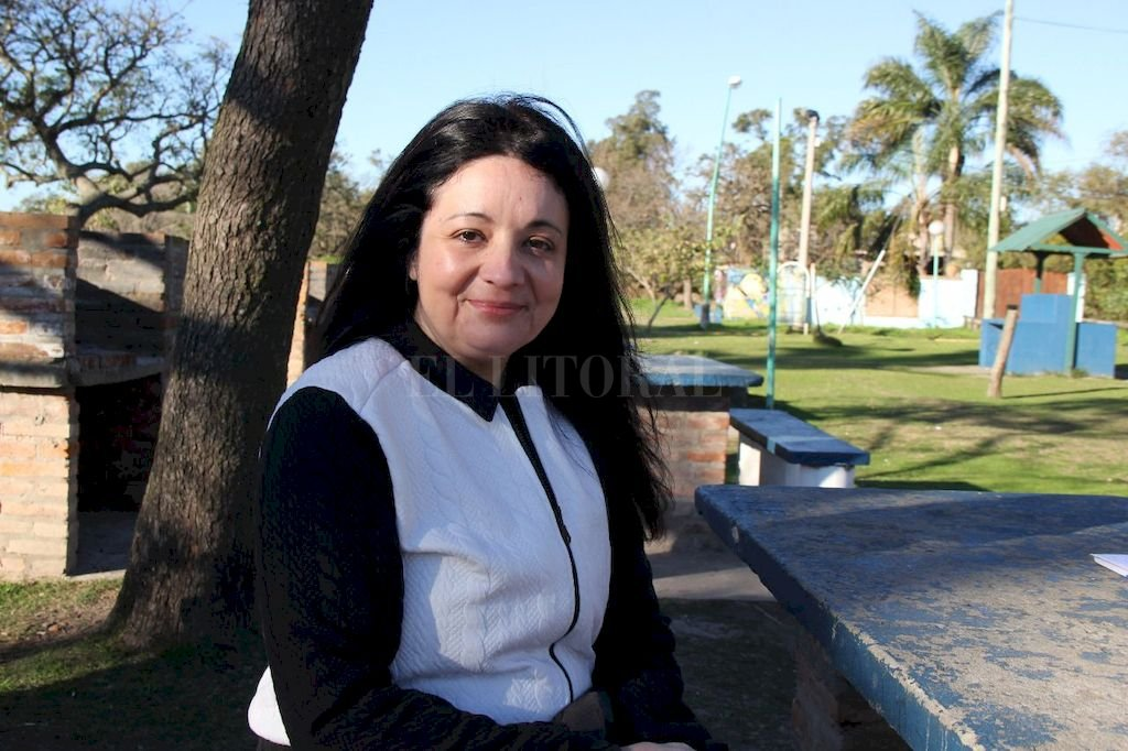 La escritora. María Laura Silvera, rosarina. Está escribiendo sobre una relación sentimental que Carlos Monzón tuvo en los últimos años de su vida. <strong>Foto:</strong> El Litoral