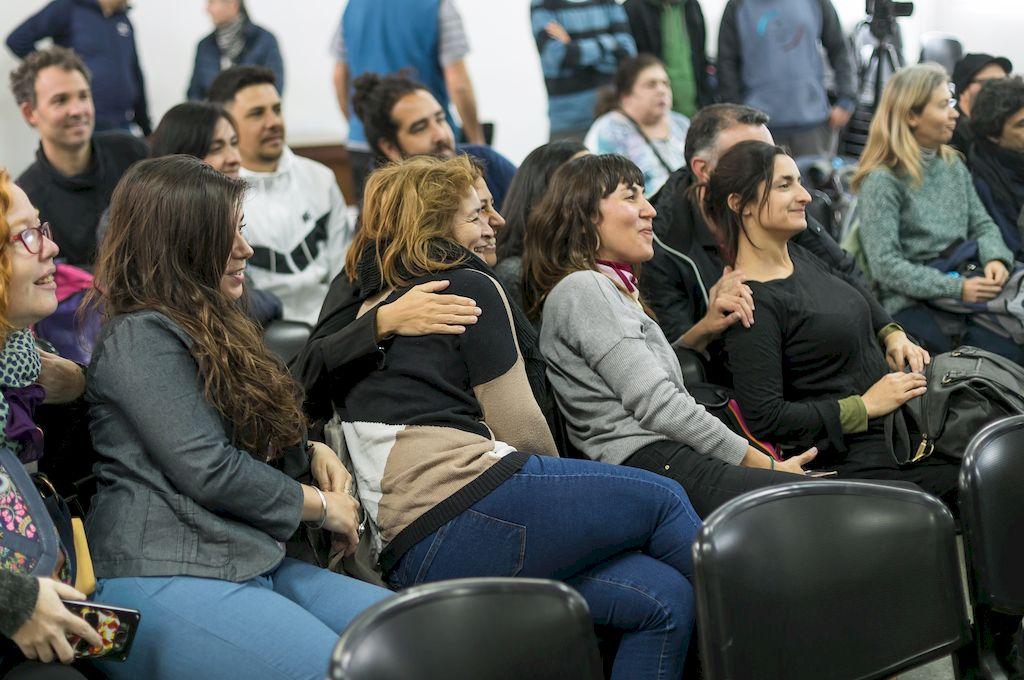 Parte de los docentes titularizados durante el acto en Zona de Aprendizaje. Crédito: Gobierno de la provincia.