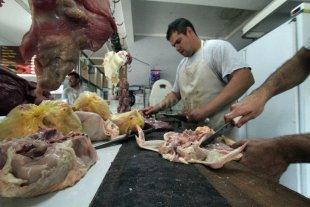 Consumo: los argentinos cambiaron 17 kilos de carne de vaca por pollo y cerdo