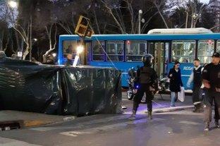 Dos heridos en Rosario tras caer un andamio en la vía pública