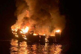 Al menos 25 muertos tras incendiarse un barco en California