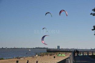 Buscan regularizar la actividad del kitesurf en la ciudad