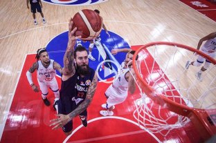 Serbia, a paso firme, venció a Italia