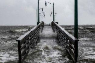 El huracán Dorian descarga vientos y lluvia sobre el litoral de Florida
