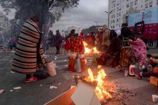 Movimientos sociales acamparon toda la noche sobre la Av. 9 de Julio