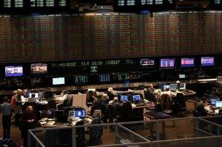 Fuerte recuperación de acciones y títulos en Buenos Aires y Wall Street
