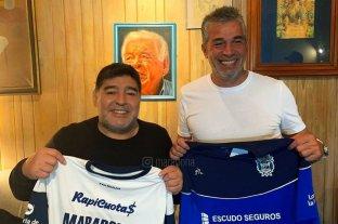 Presentan a Diego Maradona en Gimnasia