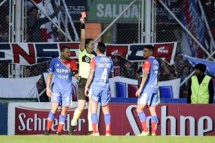 Tres fechas para Botinelli y una para Martínez por las expulsiones ante San Lorenzo