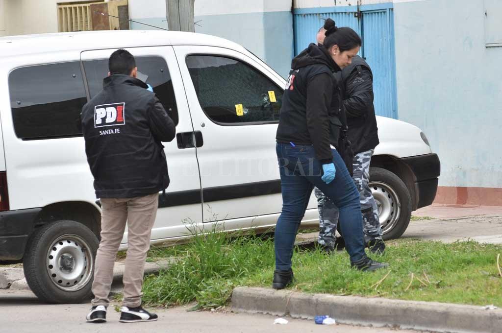 El hombre fue sorprendido por un sicario cuando manejaba una camioneta utilitaria <strong>Foto:</strong> Flavio Raina