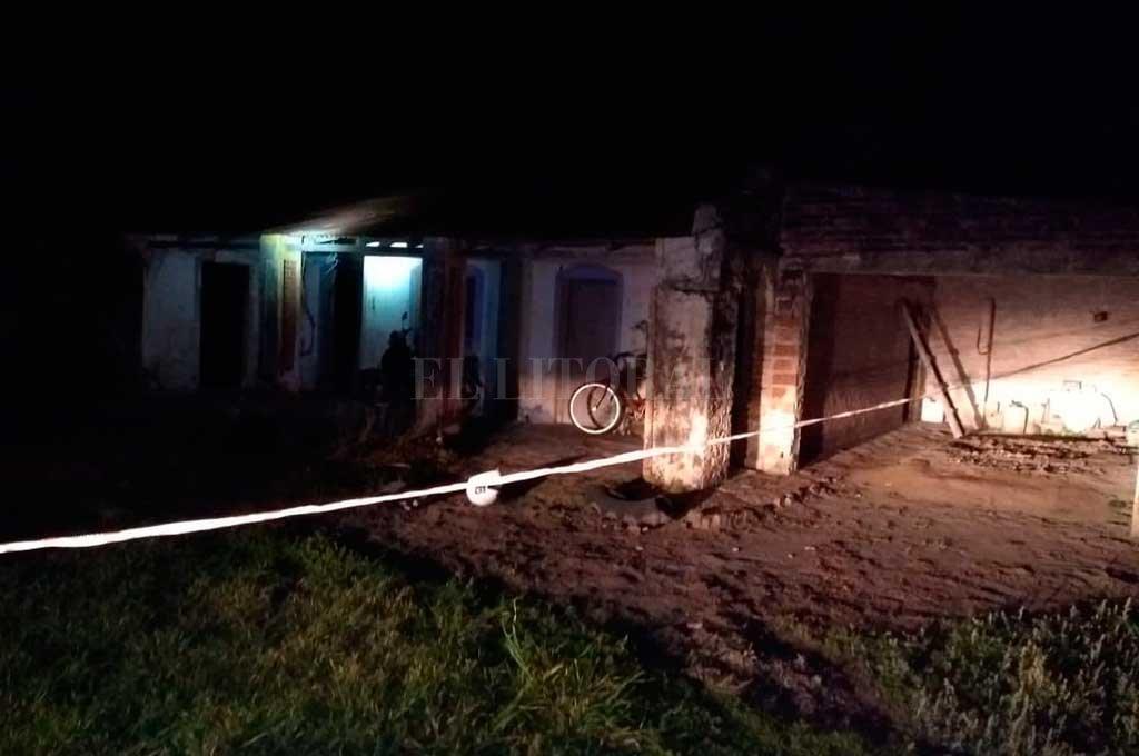 La vivienda abandonada donde se produjo el penoso hecho, en la zona rural de La Sarita (dpto Gral. Obligado) <strong>Foto:</strong> El Litoral