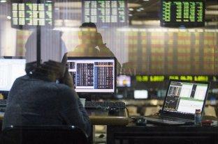 El riesgo país pasó los 2.100 puntos y la Bolsa registró su tercer suba consecutiva