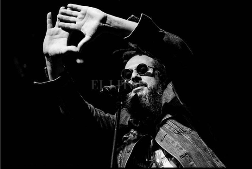 """Ramljak retratado por Santiago """"Gallo"""" Bluguermann, fotógrafo y realizador de los materiales audiovisuales del grupo. <strong>Foto:</strong> Gentileza Santiago """"Gallo"""" Bluguermann"""