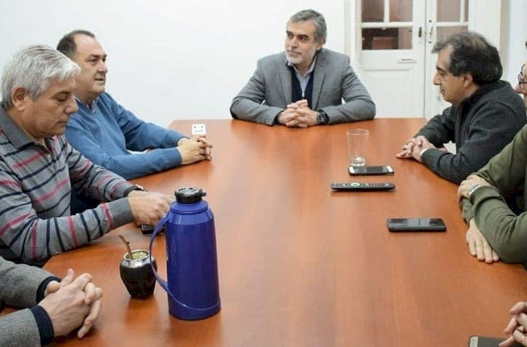 ENCUENTRO. El senador por La Capital, Miguel González, se reunió con dirigentes de sindicatos de muncipales de toda la provincia. <strong>Foto:</strong> Gentileza
