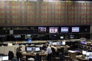 El riesgo país bajó a 2007 puntos y la Bolsa cayó 2,6%