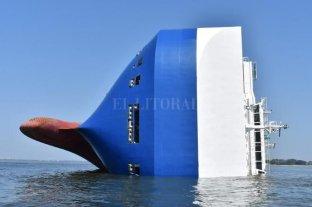 Rescatan a los cuatro tripulantes del buque de carga volcado en Estados Unidos