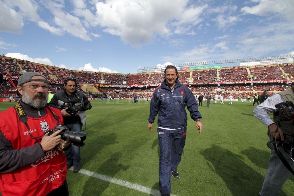 Juanchi Pizzi la vez anterior que pisó el Brigadier López como entrenador de San Lorenzo, en 2013. Fue victoria azulgrana por la mínima diferencia. Con San Lorenzo fue campeón. <strong>Foto:</strong> Pablo Aguirre