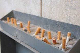 Convierten colillas de cigarrillos en placas termoacústicas para uso en la construcción