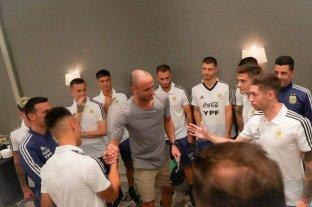 El seleccionado argentino de fútbol recibió la visita de Manu Ginóbili