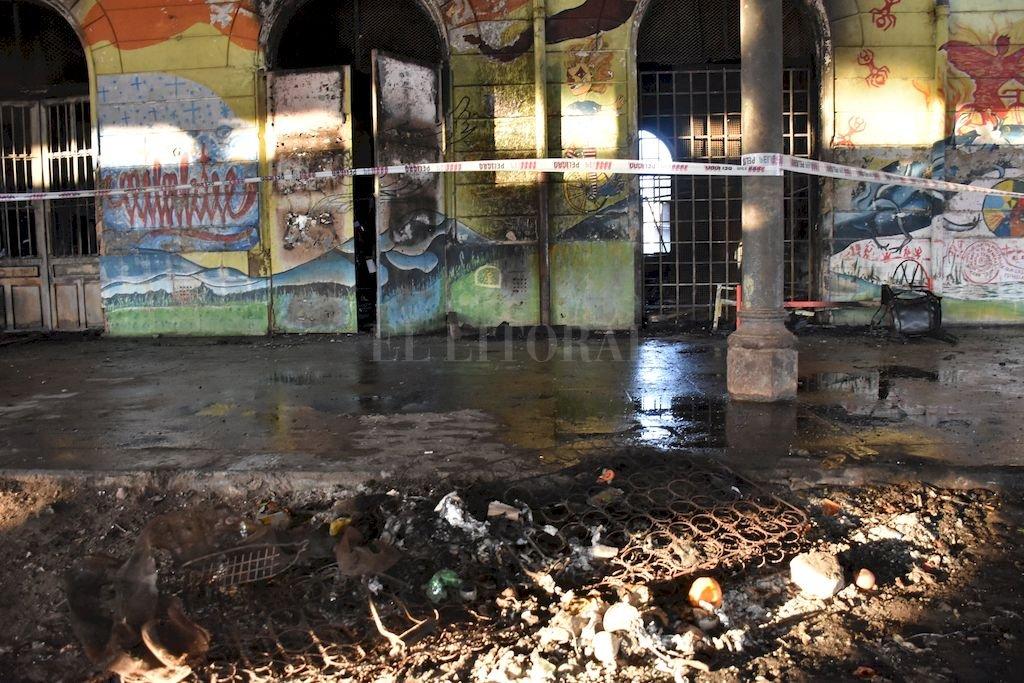 El incendio en la Ex Estación Mitre ocurrió 31 de julio. Es la sede del Centro Social y Cultural El Birri: provisoriamente, hoy funciona en el ala este del edificio. Crédito: Flavio Raina