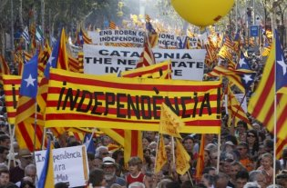Cataluña celebra su día nacional con un llamado de los secesionistas al diálogo