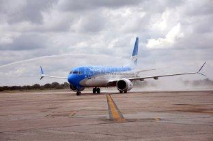 """Un avión aterrizó de emergencia en Río Gallegos por """"brote psicótico"""" de un pasajero"""