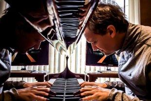 Una noche con los mejores tangos - De Pedro es pianista, compositor, arreglador y docente nacido en la ciudad de Santa Fe, dedicado al mundo de la Música Popular Contemporánea. -