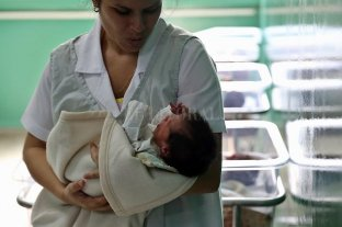 Demandaron a una clínica de fertilidad por procrear una bebé con el padre equivocado