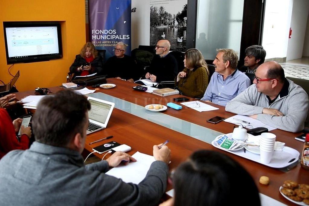 El jurado se reunió el 26 para deliberar sobre las propuestas presentadas por 332 artistas y gestores de Santa Fe, Sunchales, Avellaneda, Esperanza y Gálvez.  <strong>Foto:</strong> Gentileza organizadores
