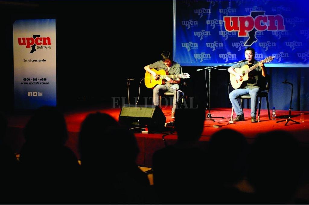 UPCN seleccionó al artista que representará a Santa Fe en el Festival Guitarras del Mundo  - El Festival de Guitarras del Mundo se realiza desde hace varios años y recorre todo el país. Aquí, un registro de las actividades realizadas en 2015.