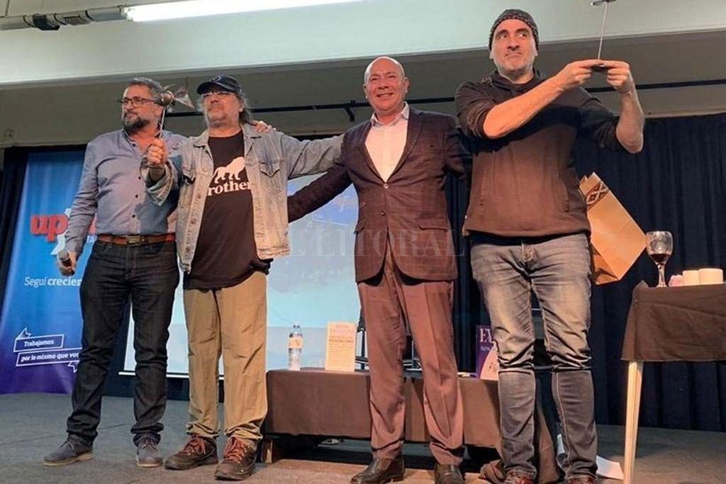 Entre las diversas actividades culturales organizadas por UPCN, estuvieron el dibujante Miguel Rep y el guionista Pedro Saborido presentando sus recientes obras.  <strong>Foto:</strong> Gentileza UPCN