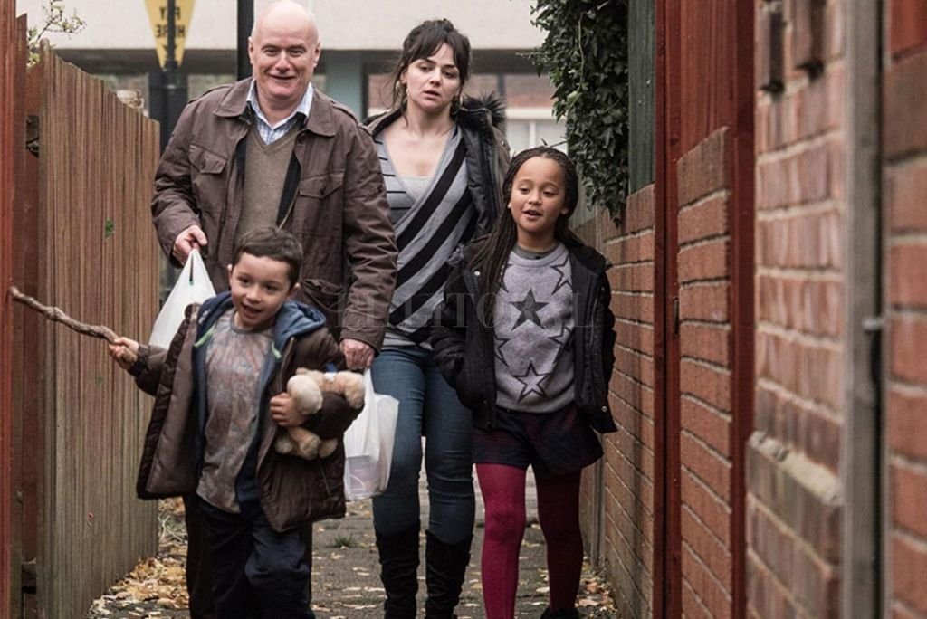 Daniel Blake (Dave Johns), un carpintero impedido de trabajar, y Katie (Hayley Squires), una madre soltera con dos hijos, intentarán ayudarse mutuamente. <strong>Foto:</strong> Gentileza Entertainment One Films