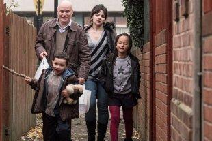 """Ciclo de Cine Debate: """"Yo, Daniel Blake"""" - Daniel Blake (Dave Johns), un carpintero impedido de trabajar, y Katie (Hayley Squires), una madre soltera con dos hijos, intentarán ayudarse mutuamente. -"""