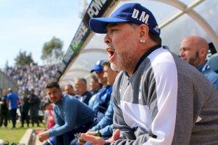 En el debut de Maradona, Gimnasia perdió 2 a 1 contra Racing -  -