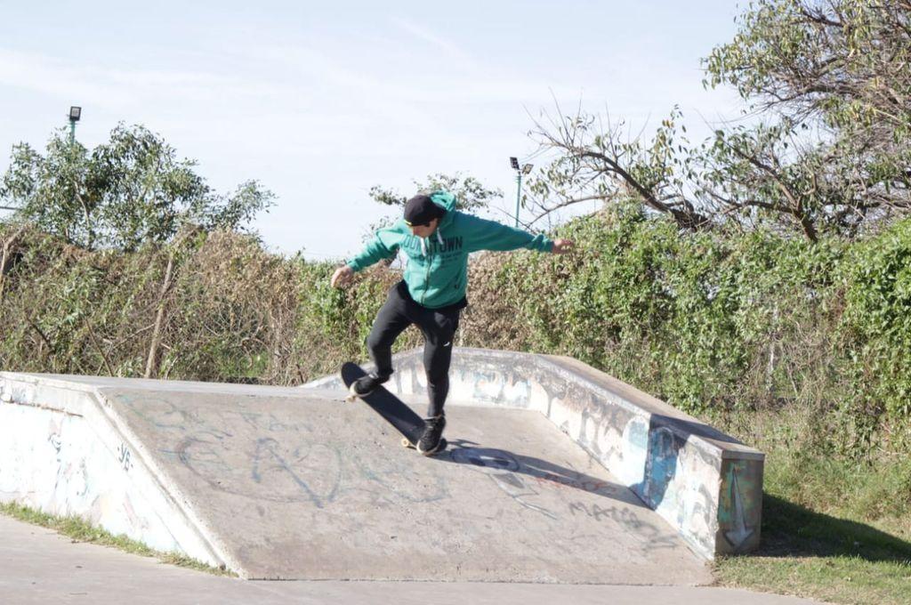 Espacio propio. La pista de skate de Santo Tomé fue construida en 2013, al lado del camping y balneario municipal, en el sector norte de la costanera santotomesina.  <strong>Foto:</strong> Gentileza Bloque FPCyS-PS