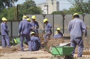 En el último año creció el miedo a perder el empleo - El sector de la construcción es uno de los más afectados por la crisis. -