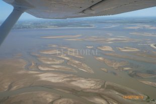 Los nuevos bancos de arena de la laguna Setúbal, desde el cielo - Chaco Chico. Los grandes bancos de arena que aparecieron con la bajante al norte de la laguna.
