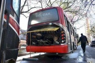 Se incendió un colectivo en Bulevar Gálvez y Marcial Candioti -  -